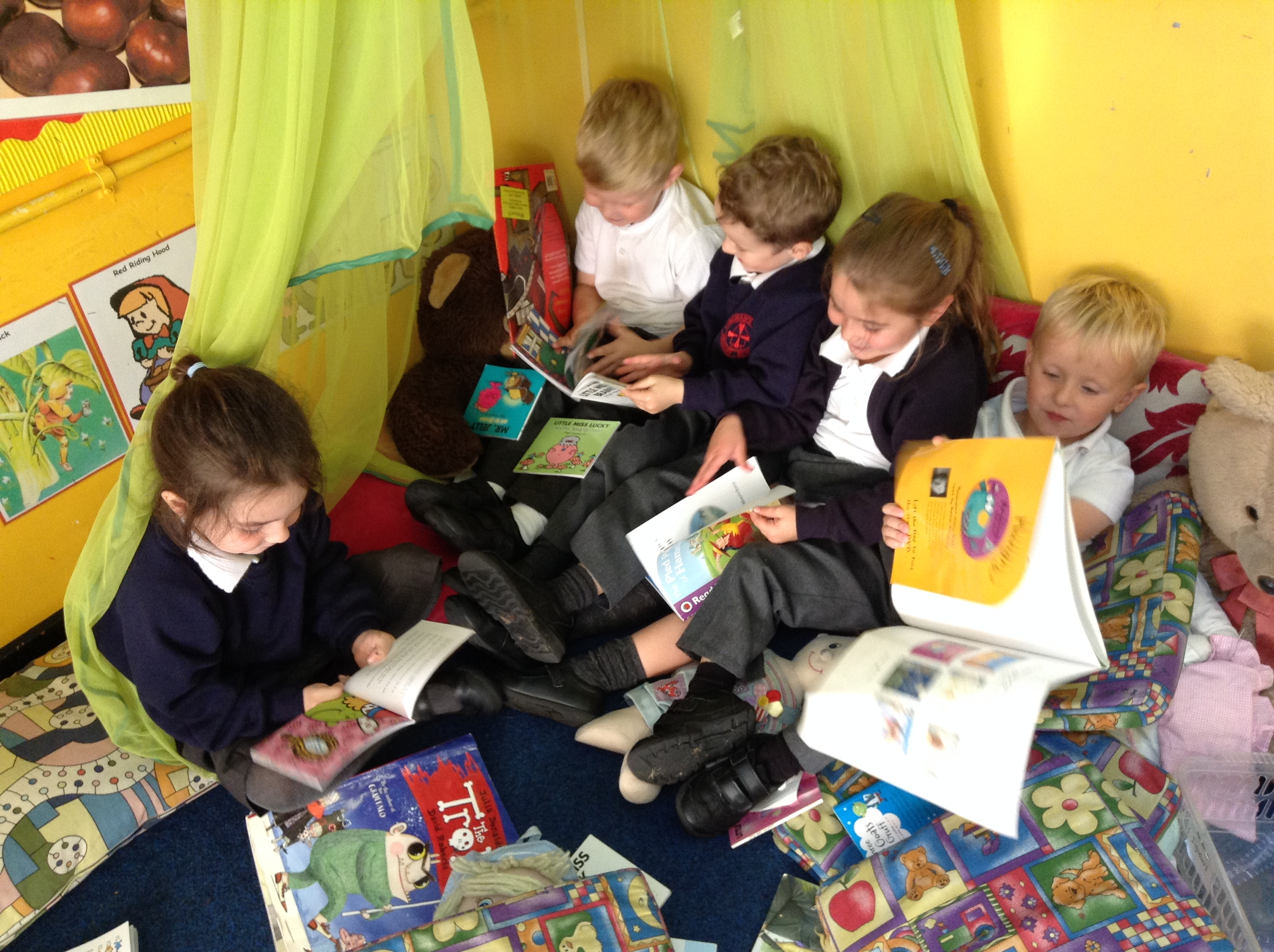 Sharing Books – Longman's Hill Community Primary School